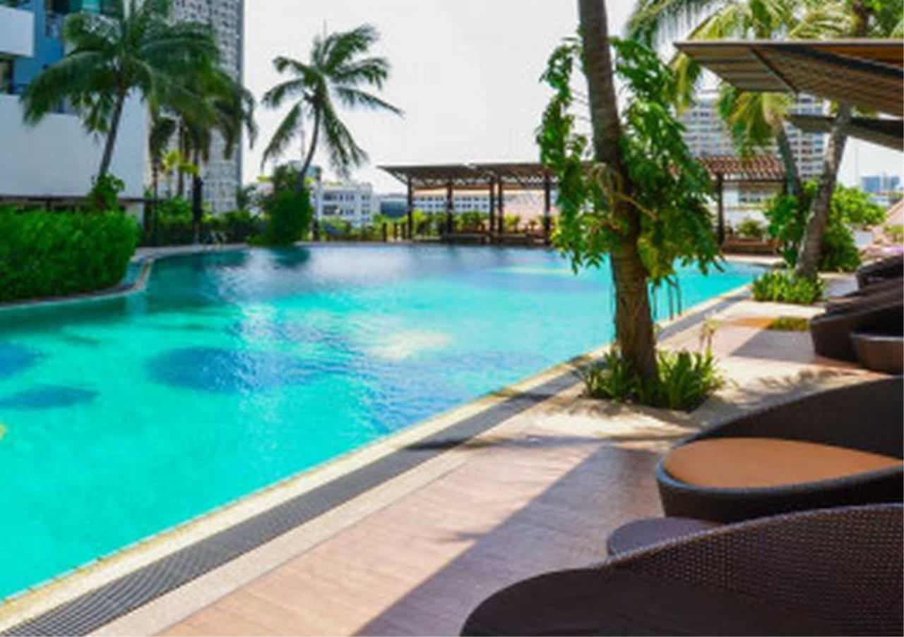 Bangkok Residential Agency's 3 Bed Condo For Rent in Sathorn BR4427CD 9