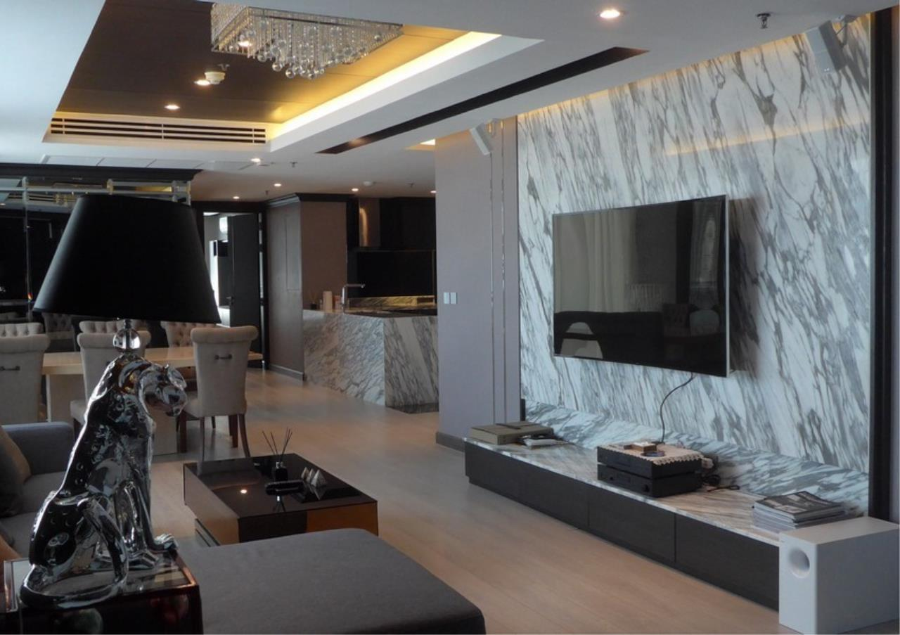 Bangkok Residential Agency's 3 Bed Condo For Rent in Phrom Phong BR4494CD 1