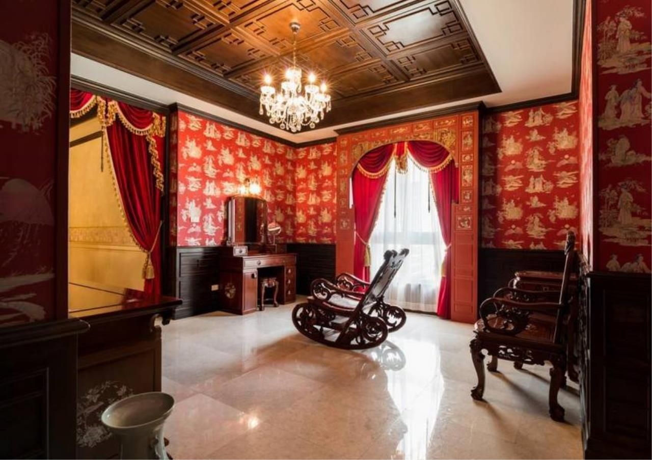 Bangkok Residential Agency's 5 Bed Condo For Sale in Ekkamai BR4607CD 3