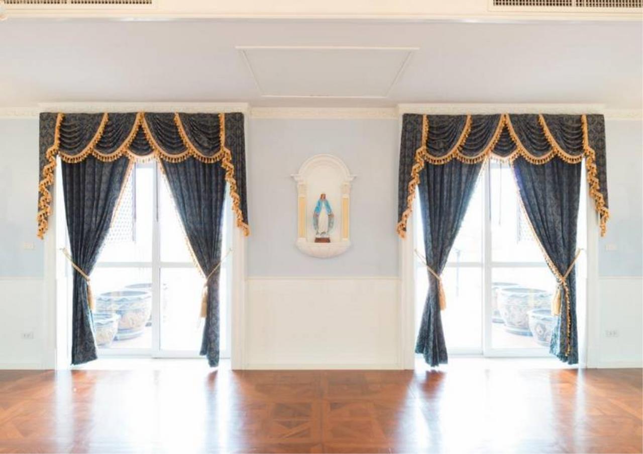 Bangkok Residential Agency's 5 Bed Condo For Sale in Ekkamai BR4607CD 9