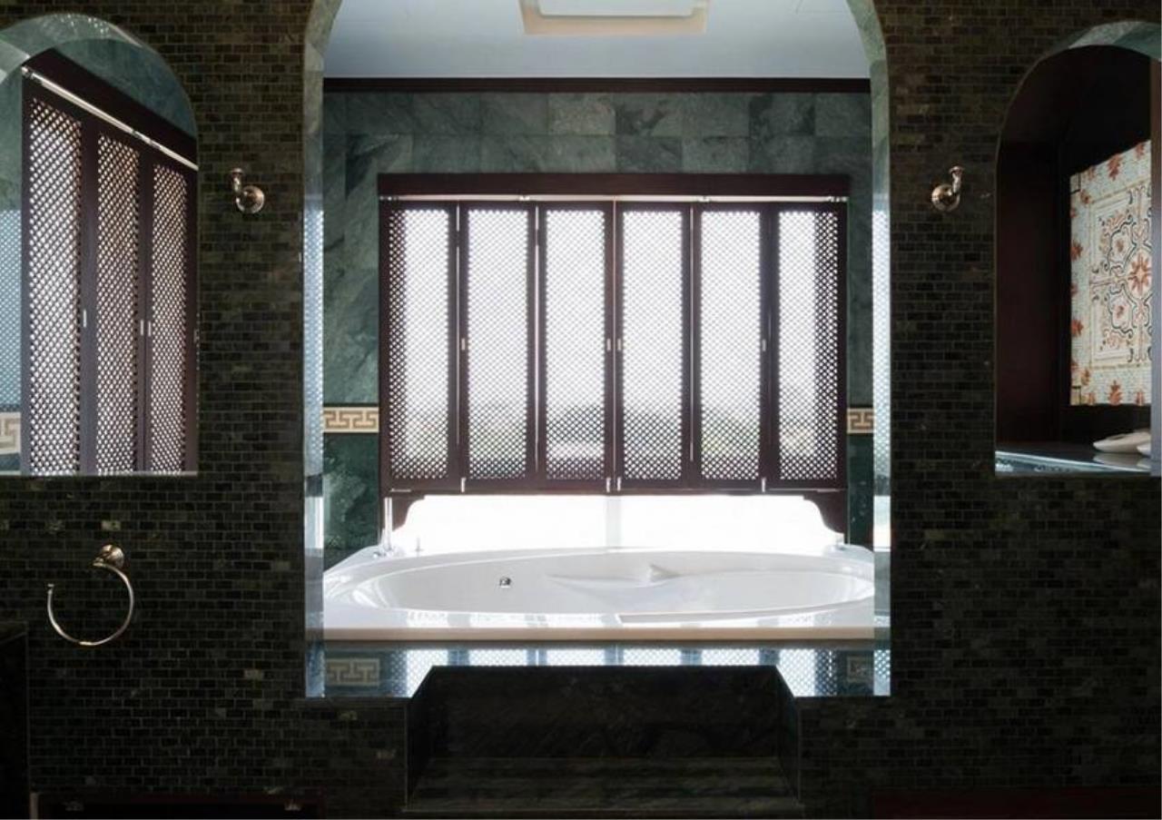 Bangkok Residential Agency's 5 Bed Condo For Sale in Ekkamai BR4607CD 10