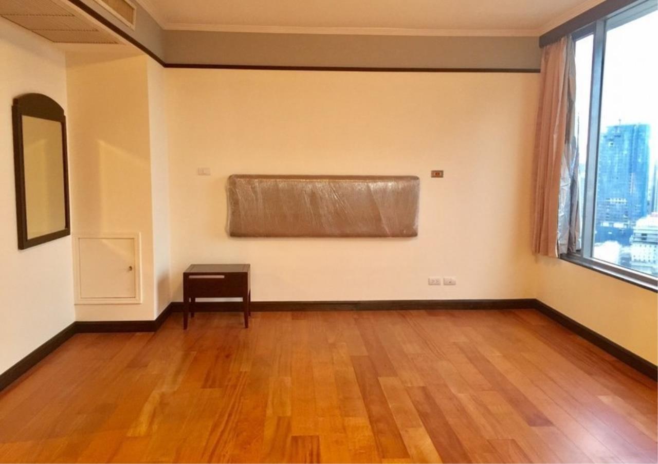 Bangkok Residential Agency's 3 Bed Condo For Rent in Phloenchit BR4612CD 11
