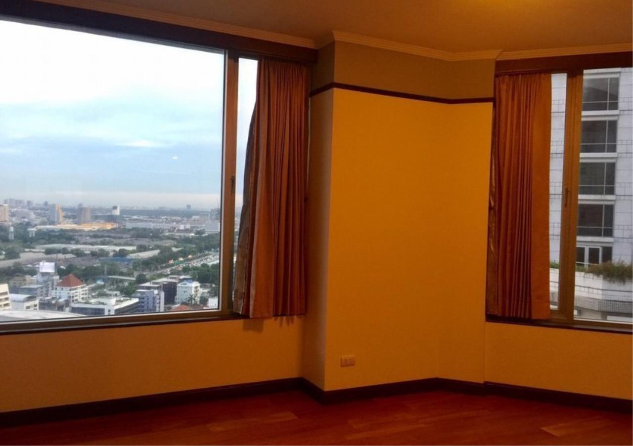 Bangkok Residential Agency's 3 Bed Condo For Rent in Phloenchit BR4612CD 12