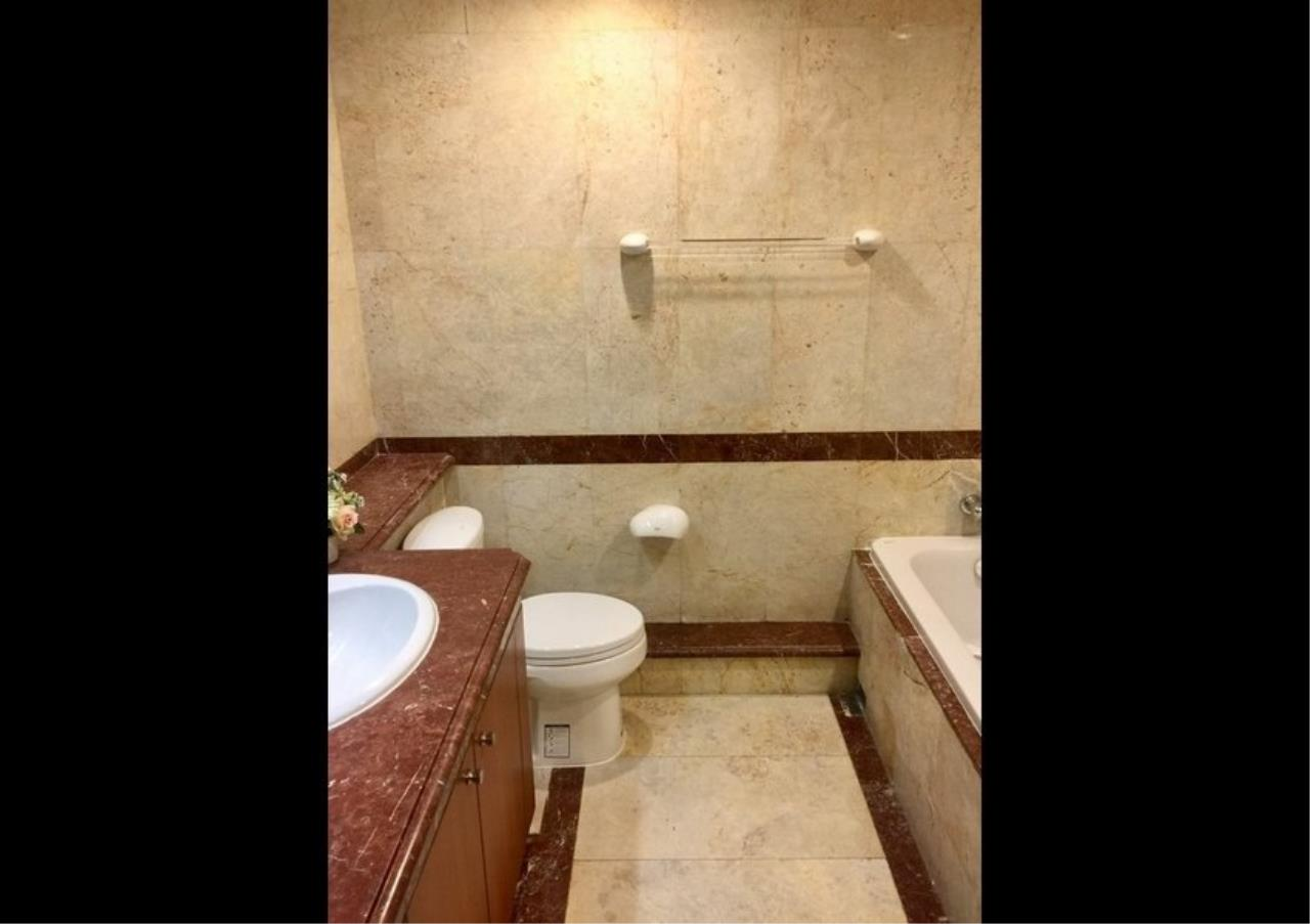 Bangkok Residential Agency's 3 Bed Condo For Rent in Phloenchit BR4612CD 15