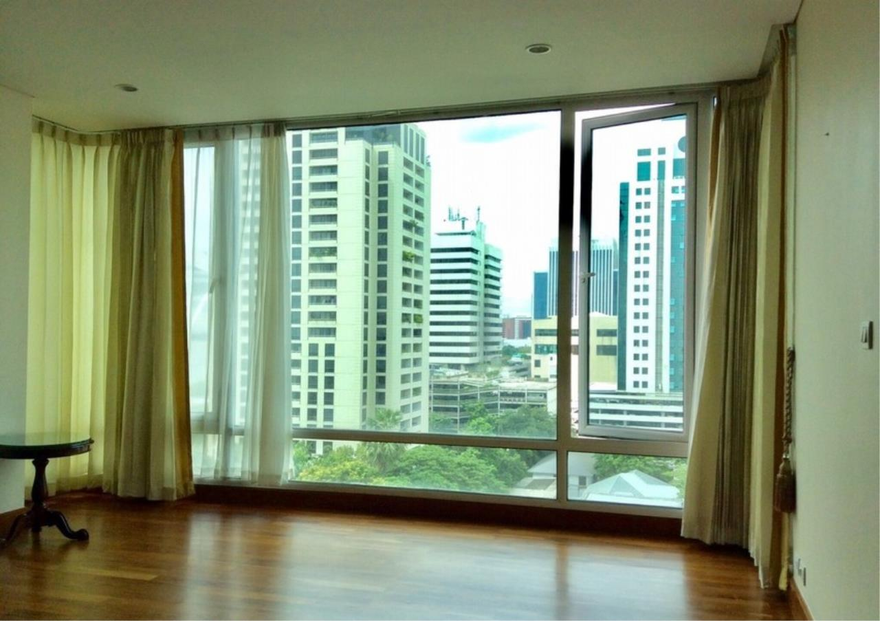 Bangkok Residential Agency's 3 Bed Condo For Rent in Chidlom BR4615CD 2