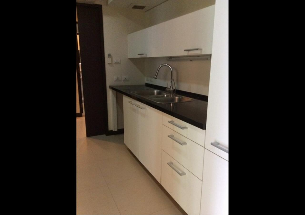 Bangkok Residential Agency's 3 Bed Condo For Rent in Chidlom BR4615CD 5