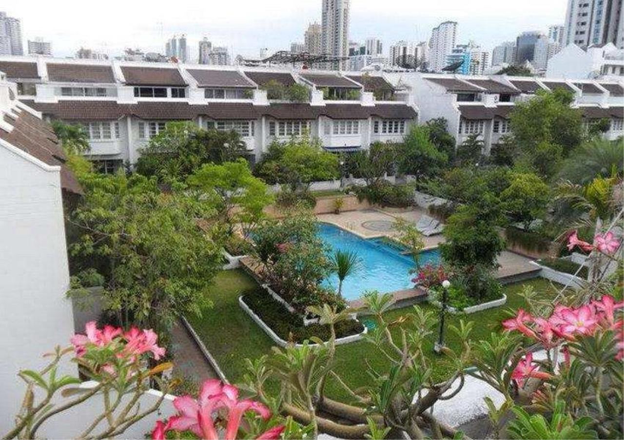 Bangkok Residential Agency's 3 Bed Townhouse in Compound For Rent in Phrom Phong BR4631CD 2