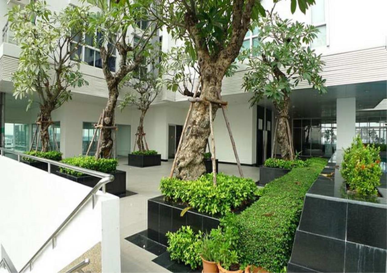 Bangkok Residential Agency's 3 Bed Condo For Rent in Ekkamai BR4744CD 2