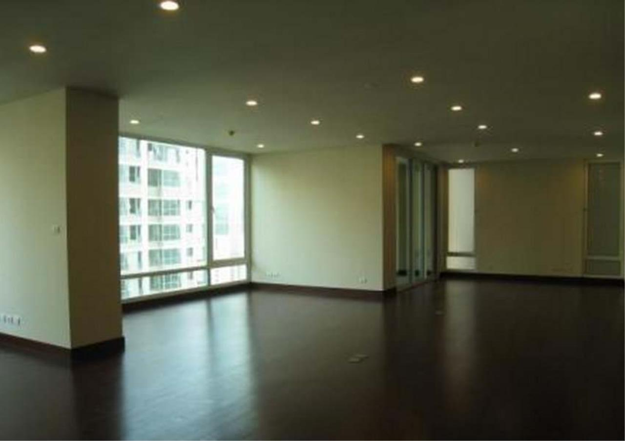 Bangkok Residential Agency's 3 Bed Condo For Rent in Chidlom BR4852CD 1