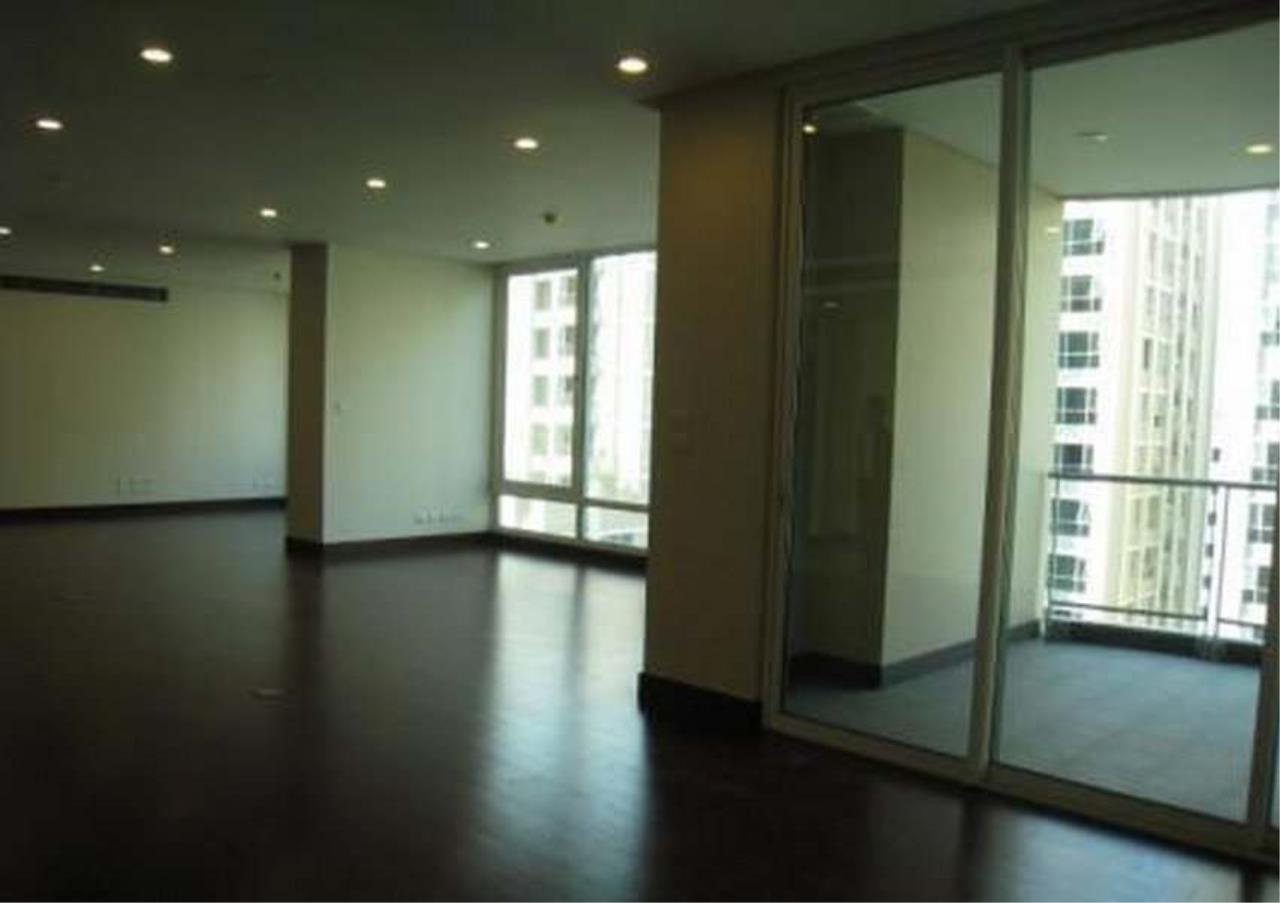 Bangkok Residential Agency's 3 Bed Condo For Rent in Chidlom BR4852CD 2