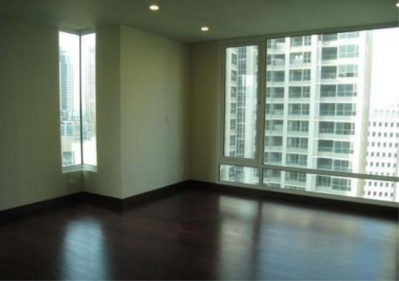 Bangkok Residential Agency's 3 Bed Condo For Rent in Chidlom BR4852CD 5