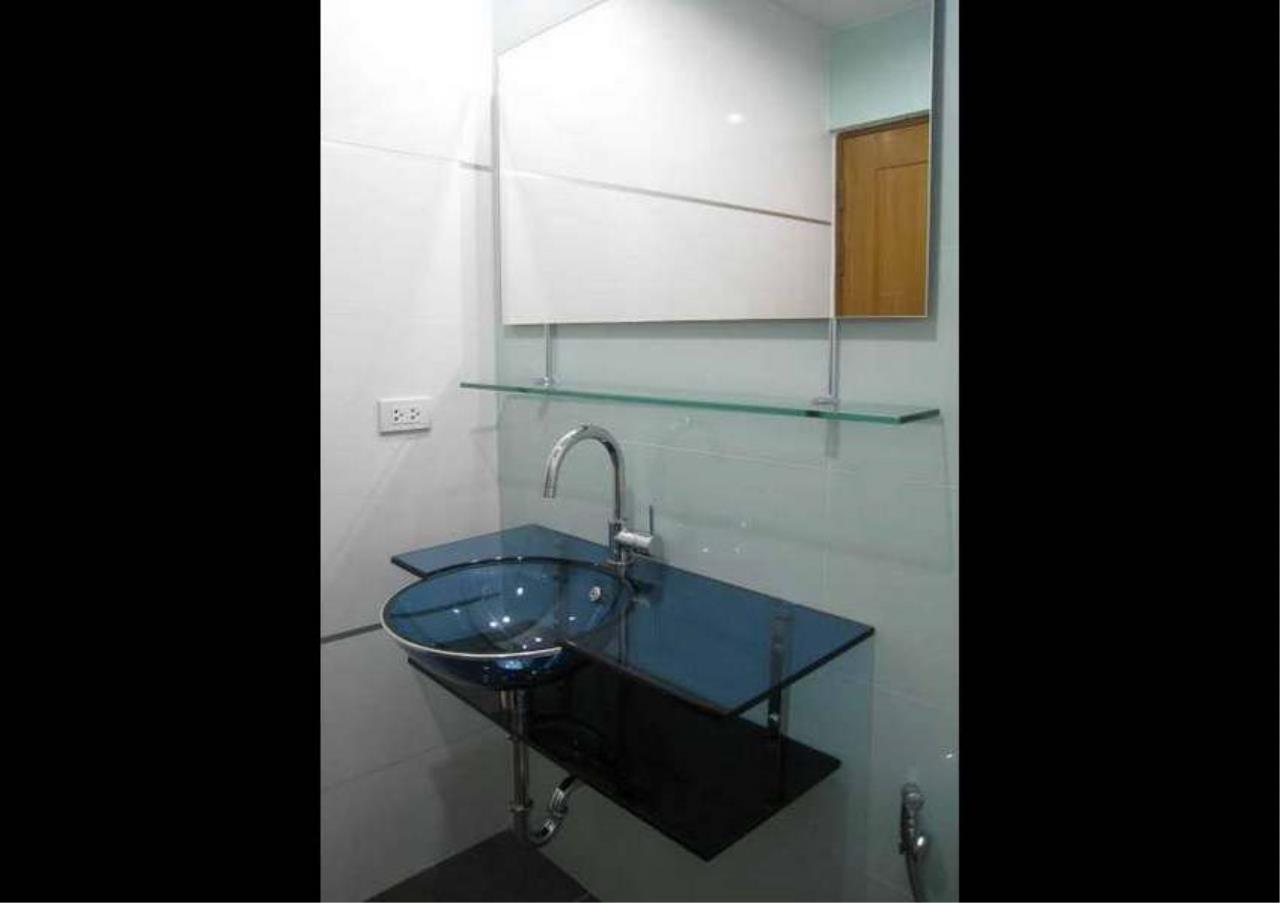 Bangkok Residential Agency's 3 Bed Condo For Rent in Phrom Phong BR4953CD 9