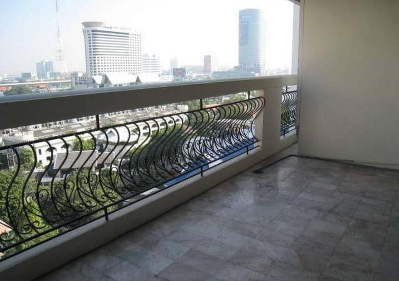 Bangkok Residential Agency's 3 Bed Condo For Rent in Phrom Phong BR4953CD 10
