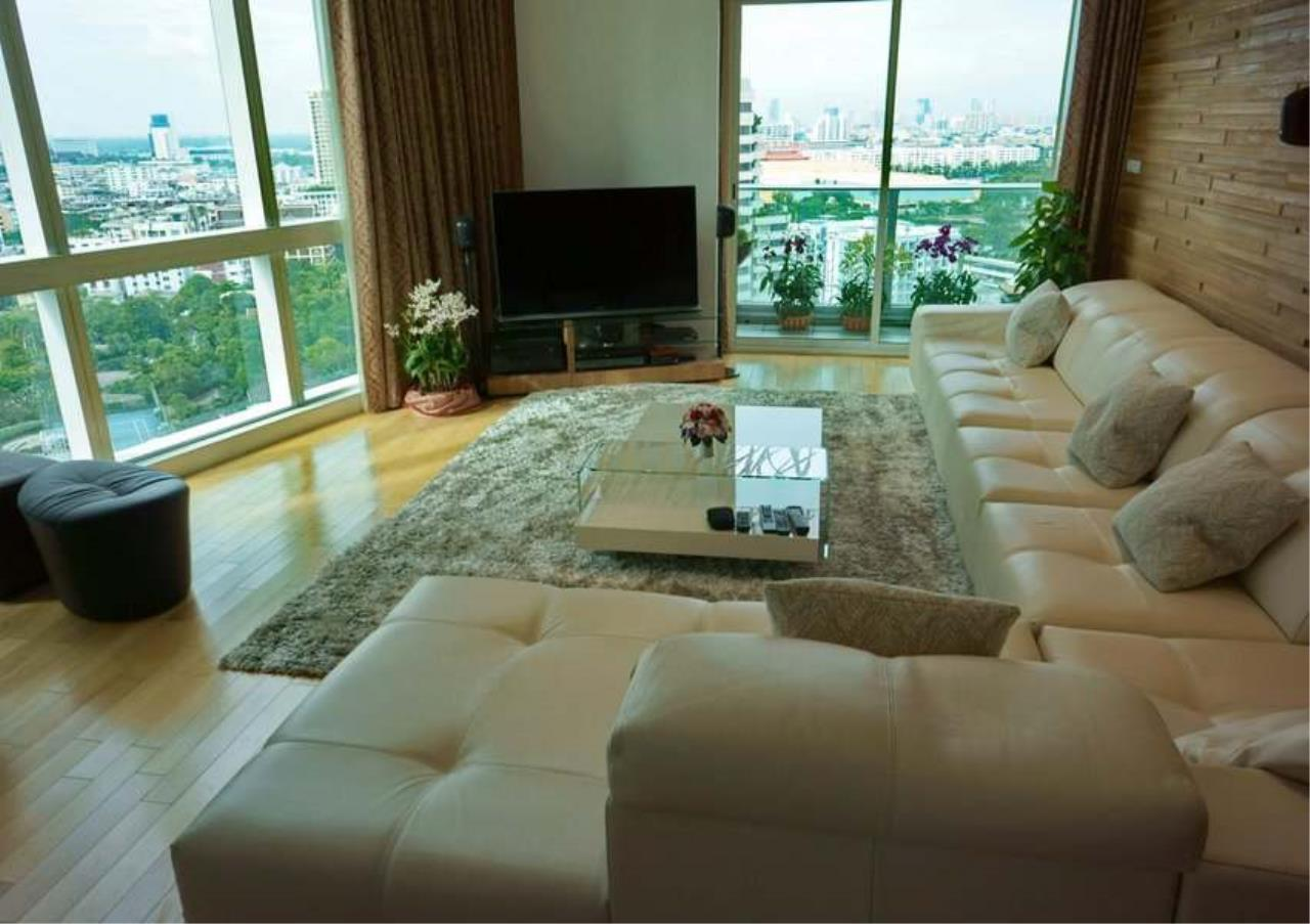 Bangkok Residential Agency's 3 Bed Condo For Rent in Asoke BR5382CD 2