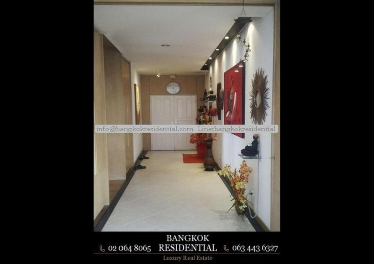 Bangkok Residential Agency's 3 Bed Condo For Sale in Ekkamai BR5796CD 5