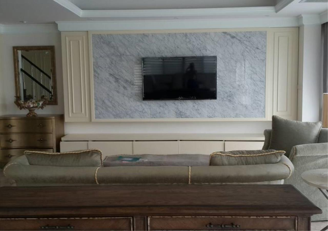 Bangkok Residential Agency's 3 Bed Condo For Rent in Phrom Phong BR5944CD 1