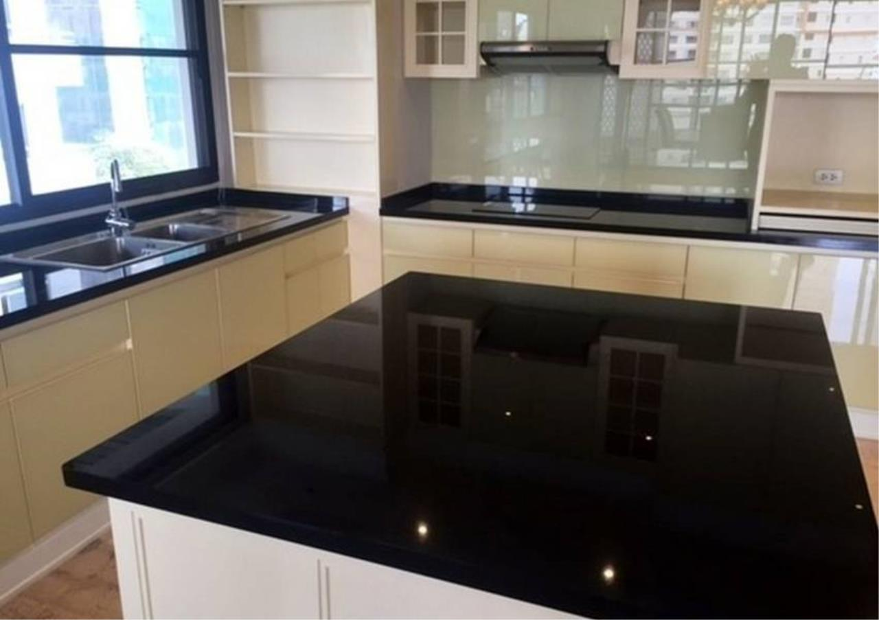 Bangkok Residential Agency's 3 Bed Condo For Rent in Phrom Phong BR5944CD 9