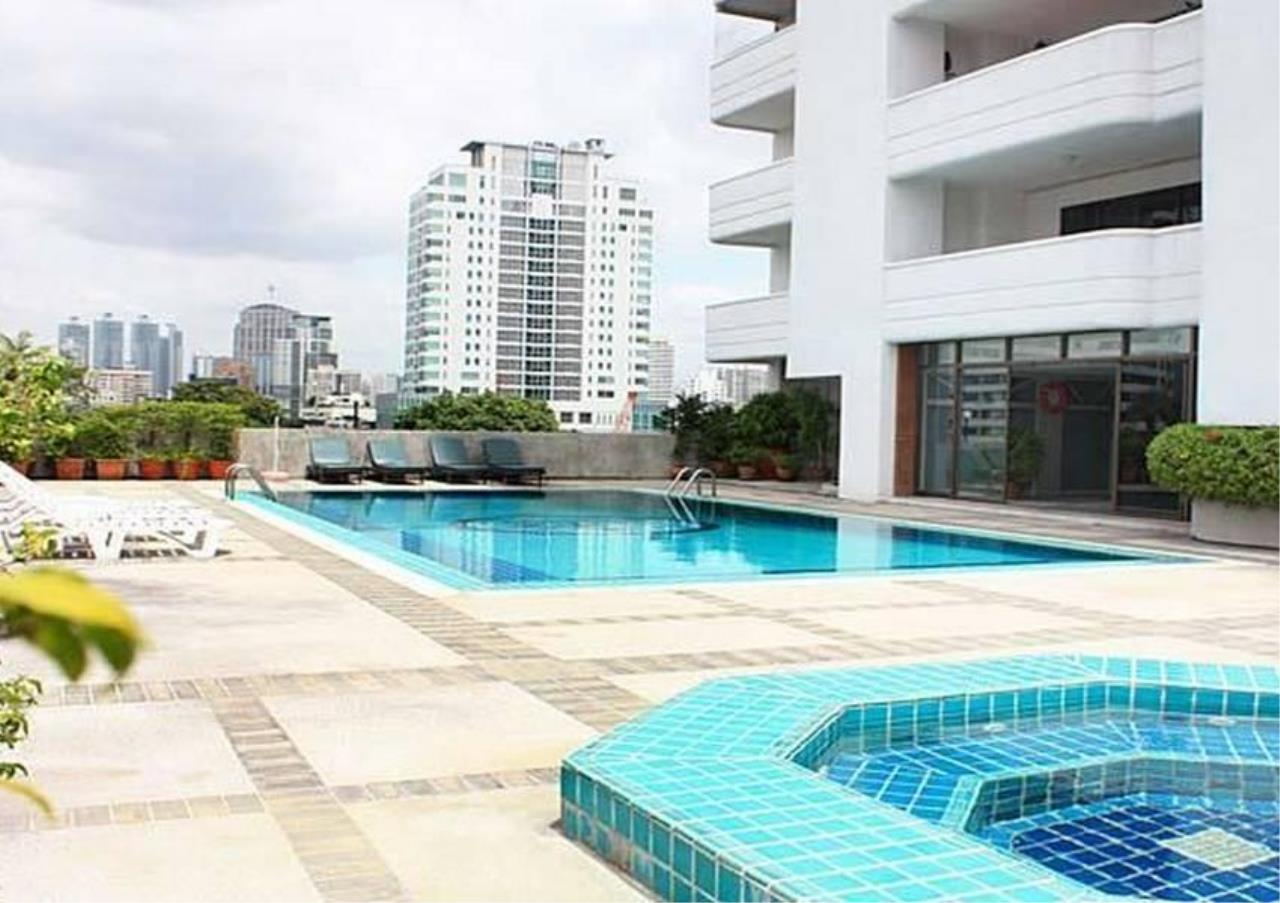 Bangkok Residential Agency's 3 Bed Condo For Rent in Phrom Phong BR5969CD 4