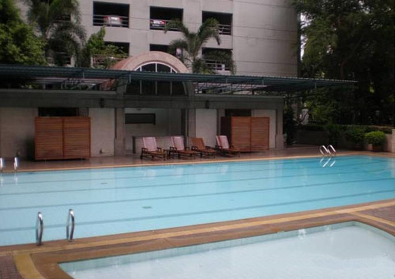 Bangkok Residential Agency's 4 Bed Condo For Rent in Sathorn BR5985CD 2