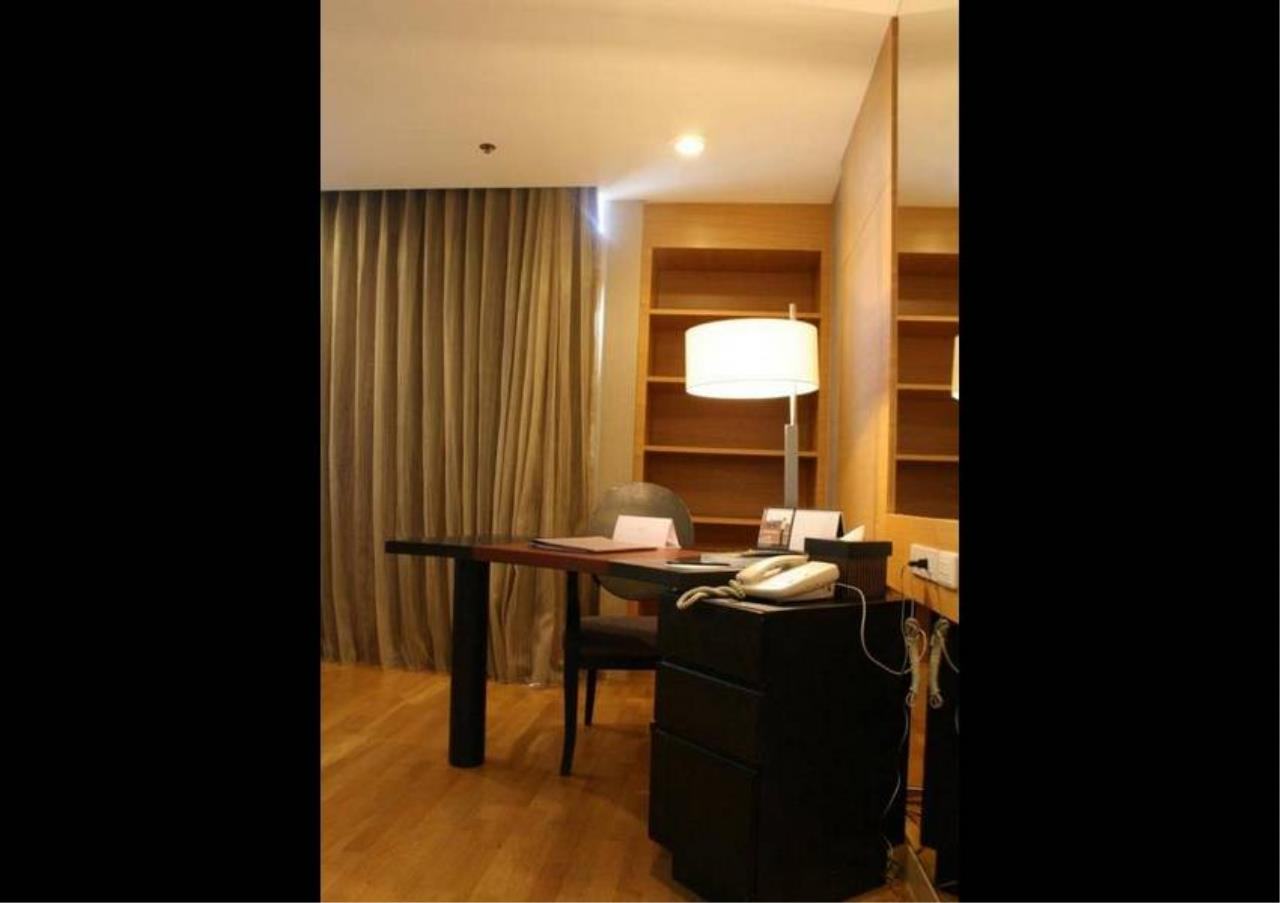 Bangkok Residential Agency's 3 Bed Condo For Rent in Sathorn BR6387CD 8