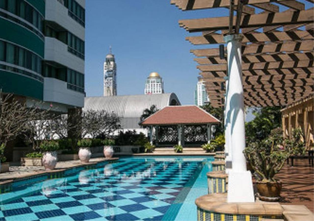 Bangkok Residential Agency's 2 Bed Condo For Rent in Chidlom BR6427CD 2
