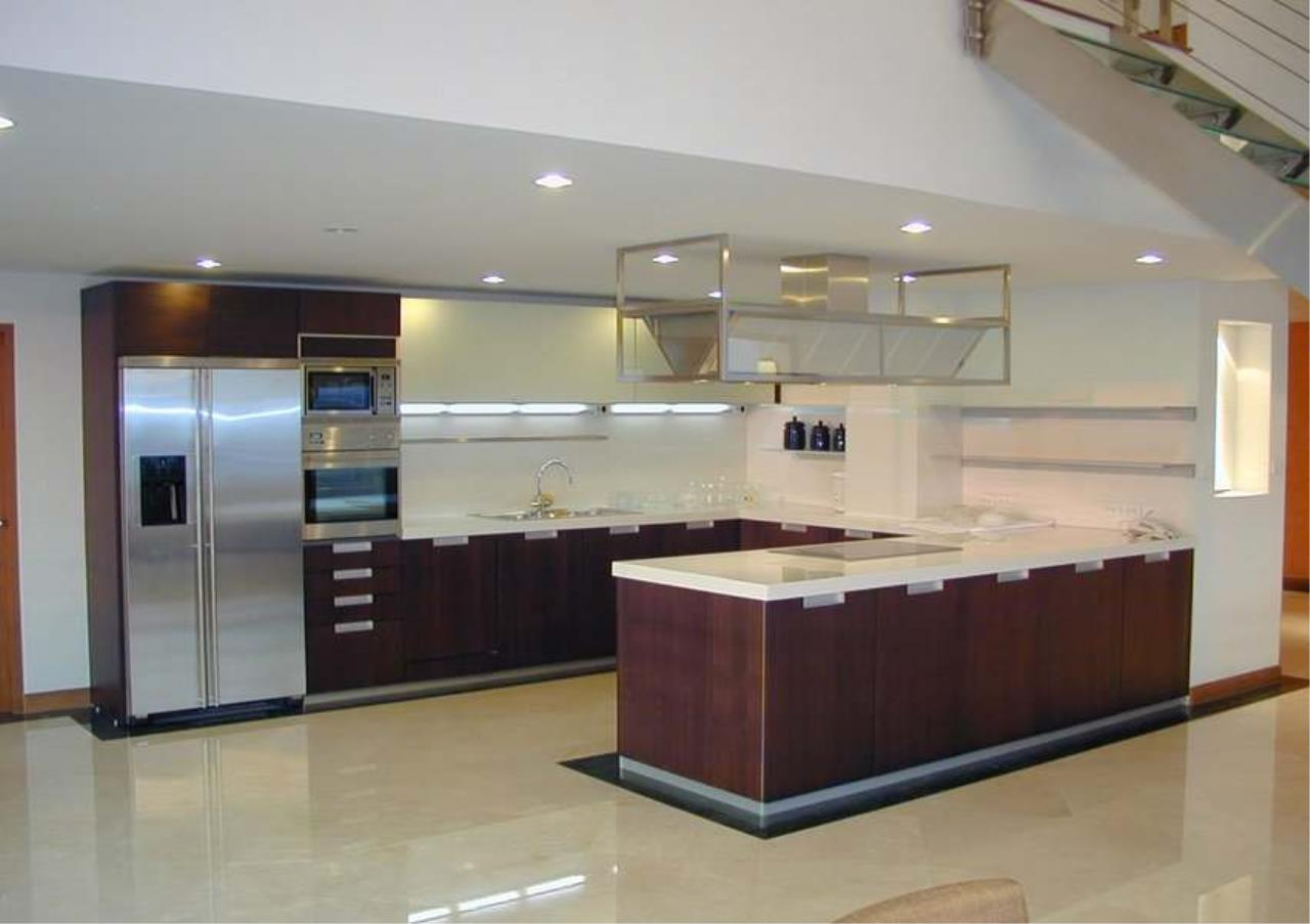Bangkok Residential Agency's 4 Bed Duplex Penthouse For Rent in Ekkamai BR6754CD 3