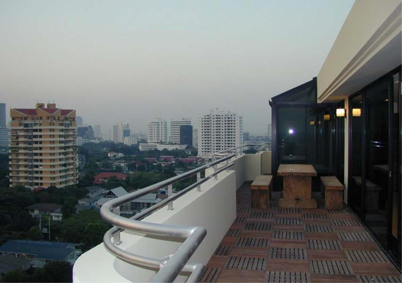 Bangkok Residential Agency's 4 Bed Duplex Penthouse For Rent in Ekkamai BR6754CD 10