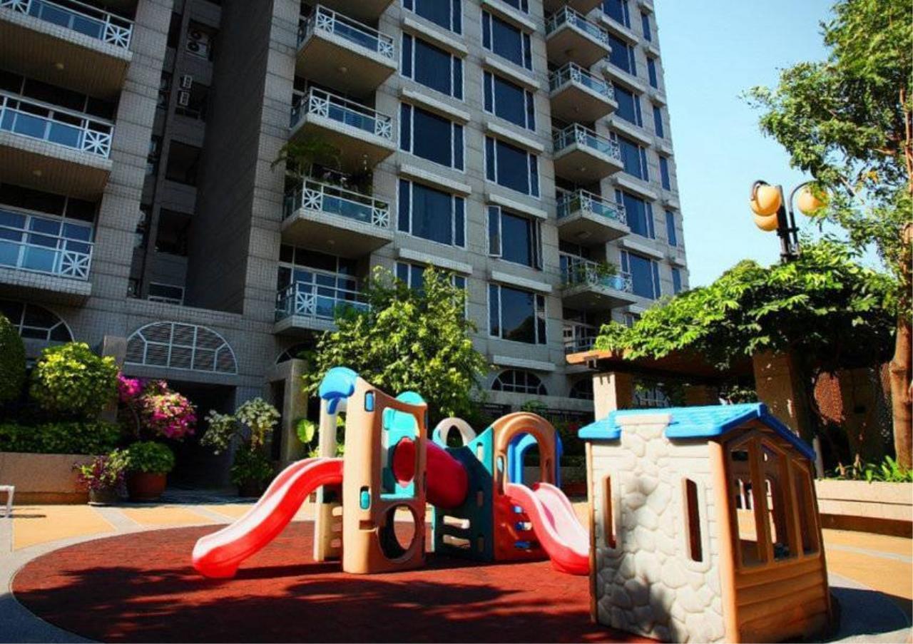 Bangkok Residential Agency's 4 Bed Penthouse For Rent in Phloenchit BR6763CD 24