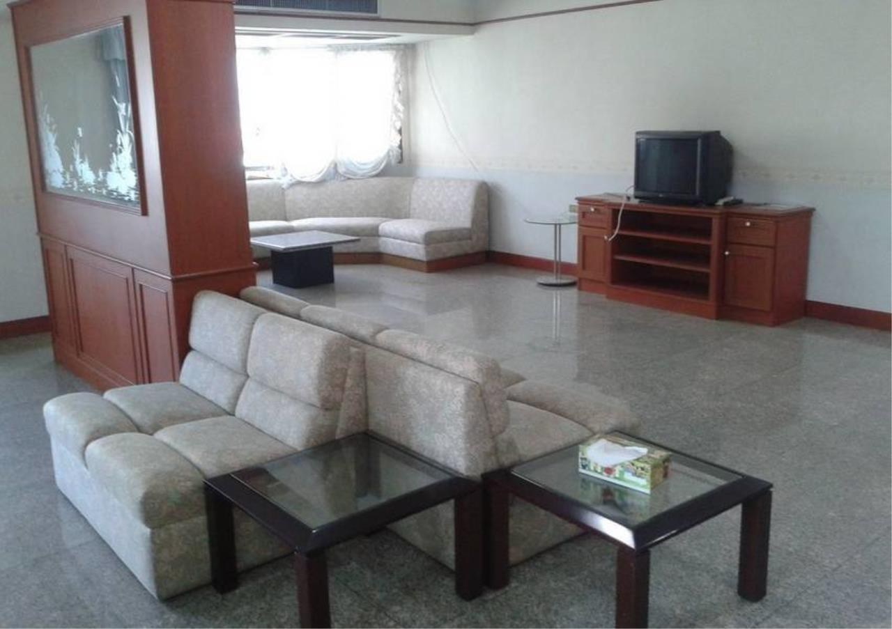 Bangkok Residential Agency's 4 Bed Condo For Rent in Phrom Phong BR6802CD 2