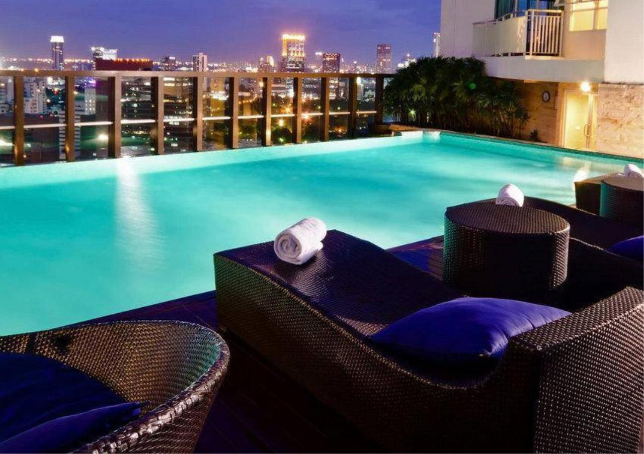 Bangkok Residential Agency's 2 Bed Condo For Rent in Chidlom BR6824CD 2