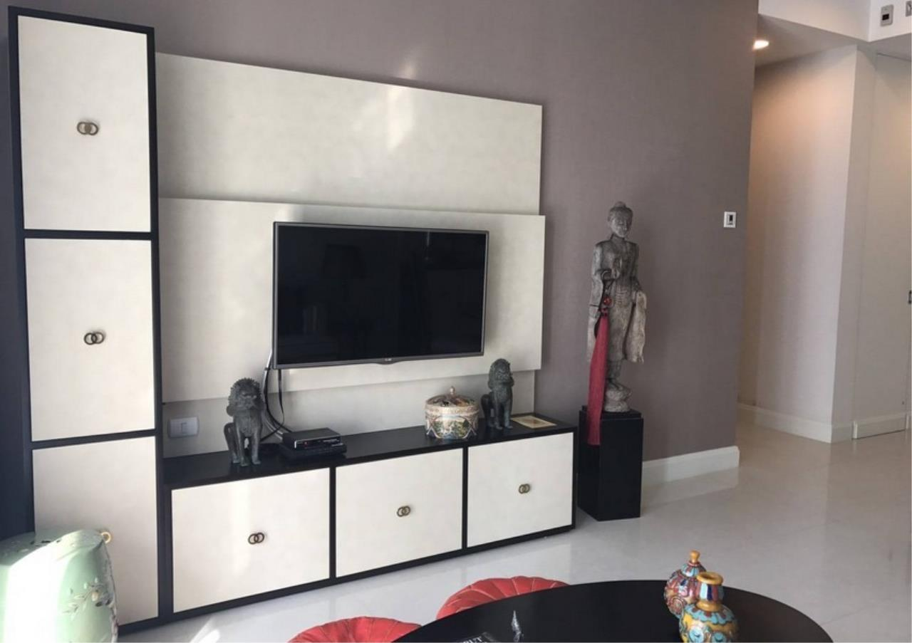 Bangkok Residential Agency's 2 Bed Condo For Rent in Chidlom BR6825CD 2