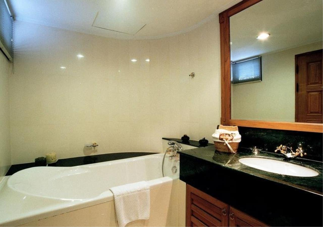 Bangkok Residential Agency's 4 Bed Serviced Apartment For Rent in Phrom Phong BR7025SA 7