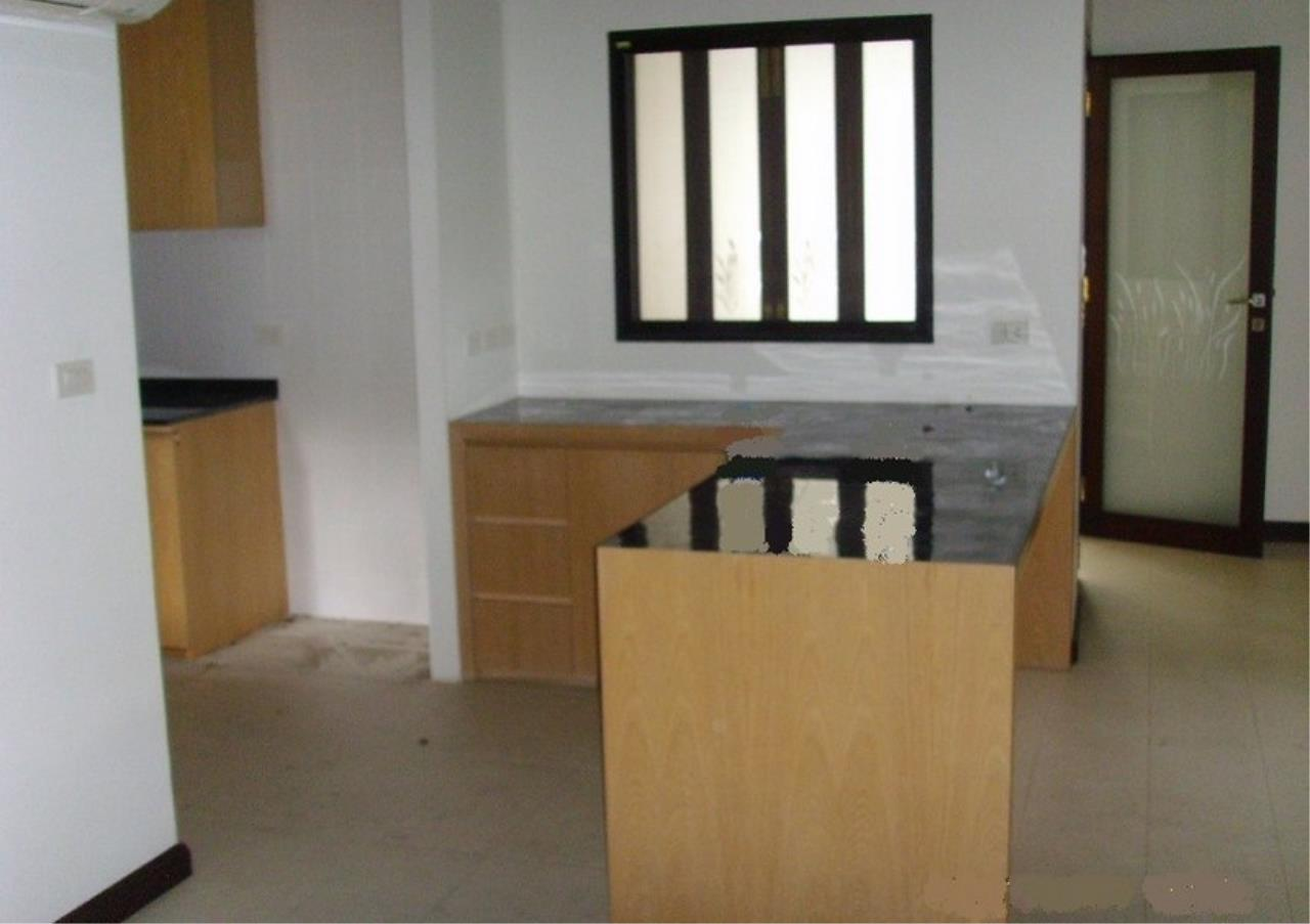 Bangkok Residential Agency's 3 Bed Single House In Compound For Rent in Phrom Phong BR7560SH 2