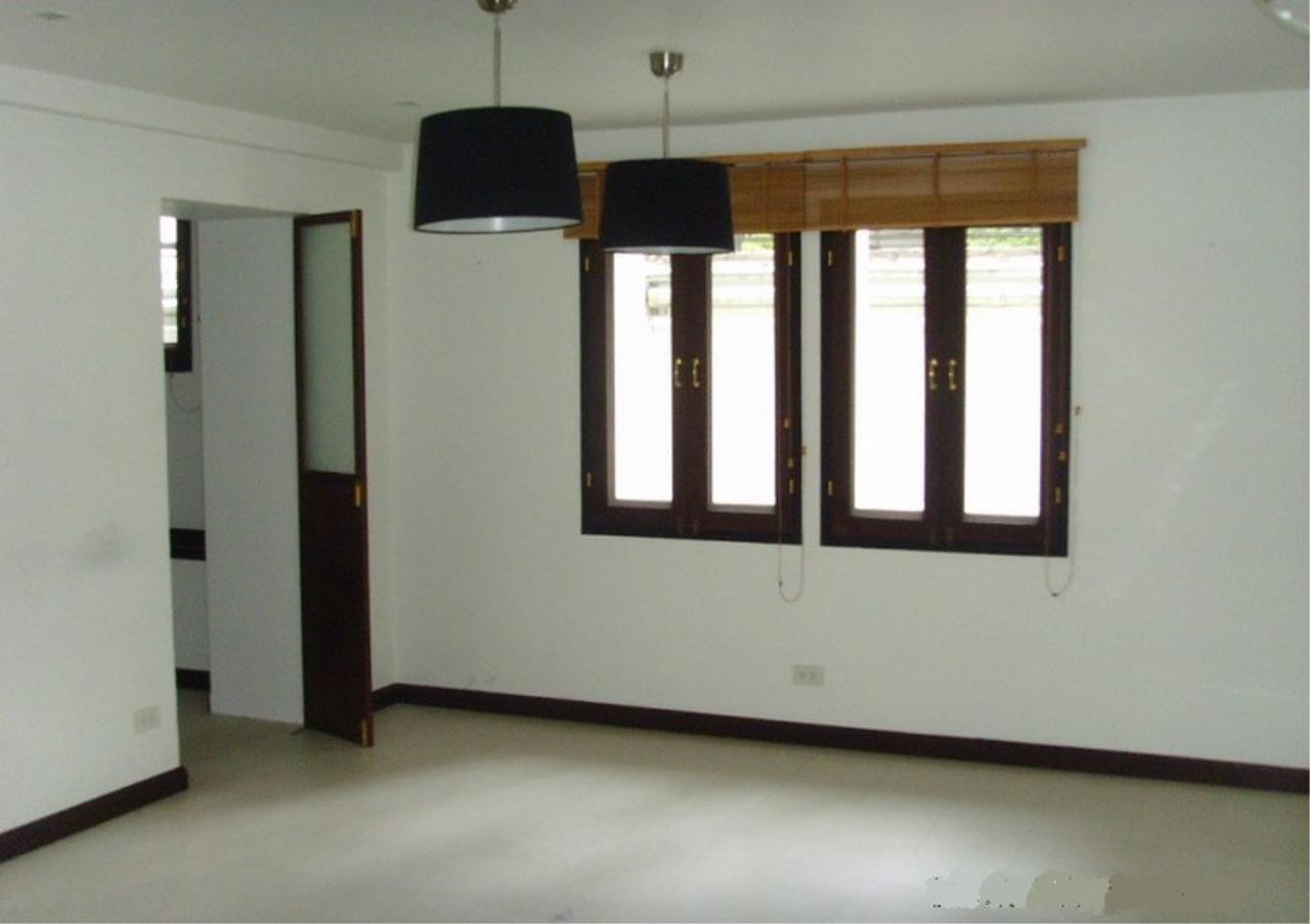Bangkok Residential Agency's 3 Bed Single House In Compound For Rent in Phrom Phong BR7560SH 1