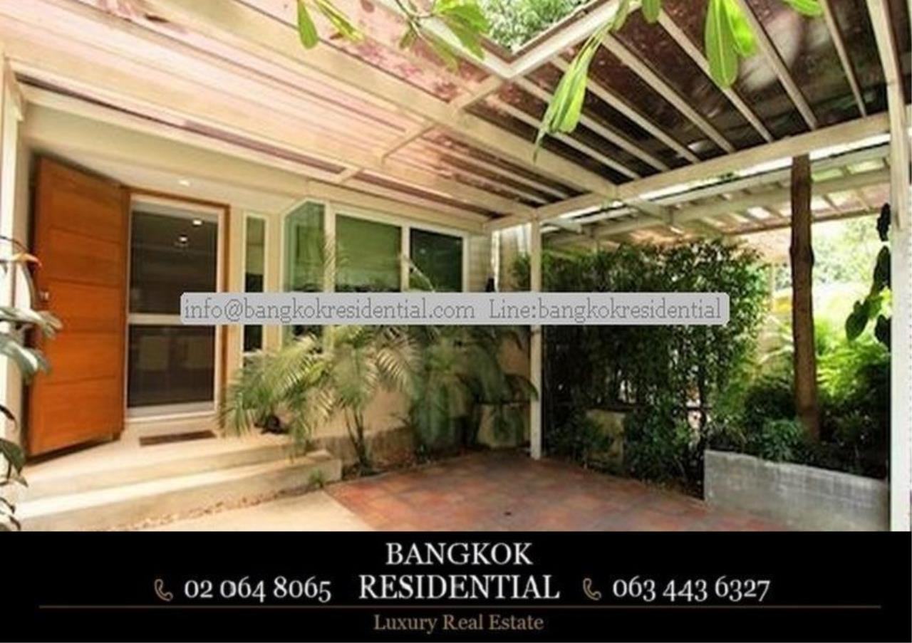 Bangkok Residential Agency's 4 Bed Single House in Compound For Rent in Ekkamai BR7717SH 1