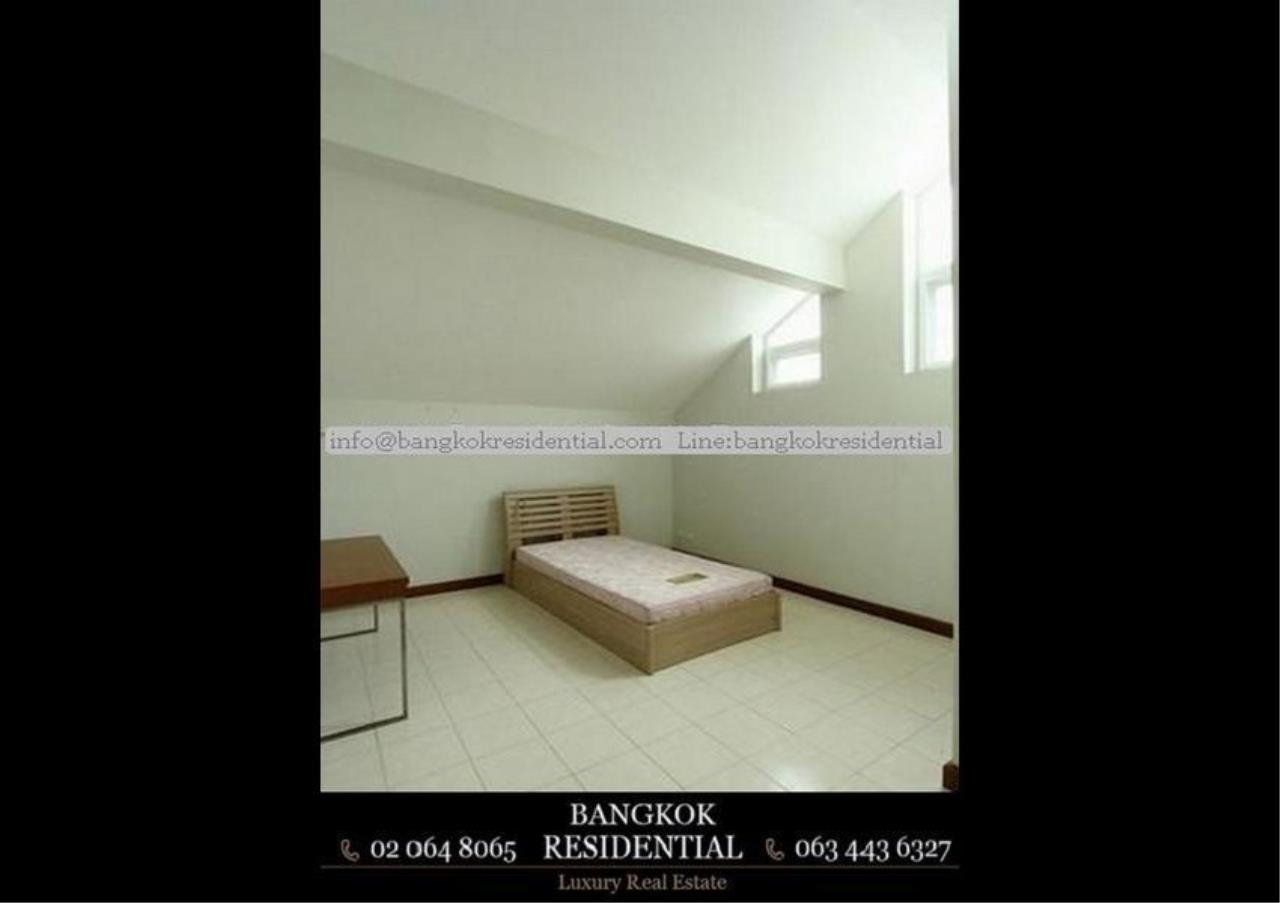Bangkok Residential Agency's 4 Bed Single House in Compound For Rent in Ekkamai BR7717SH 16