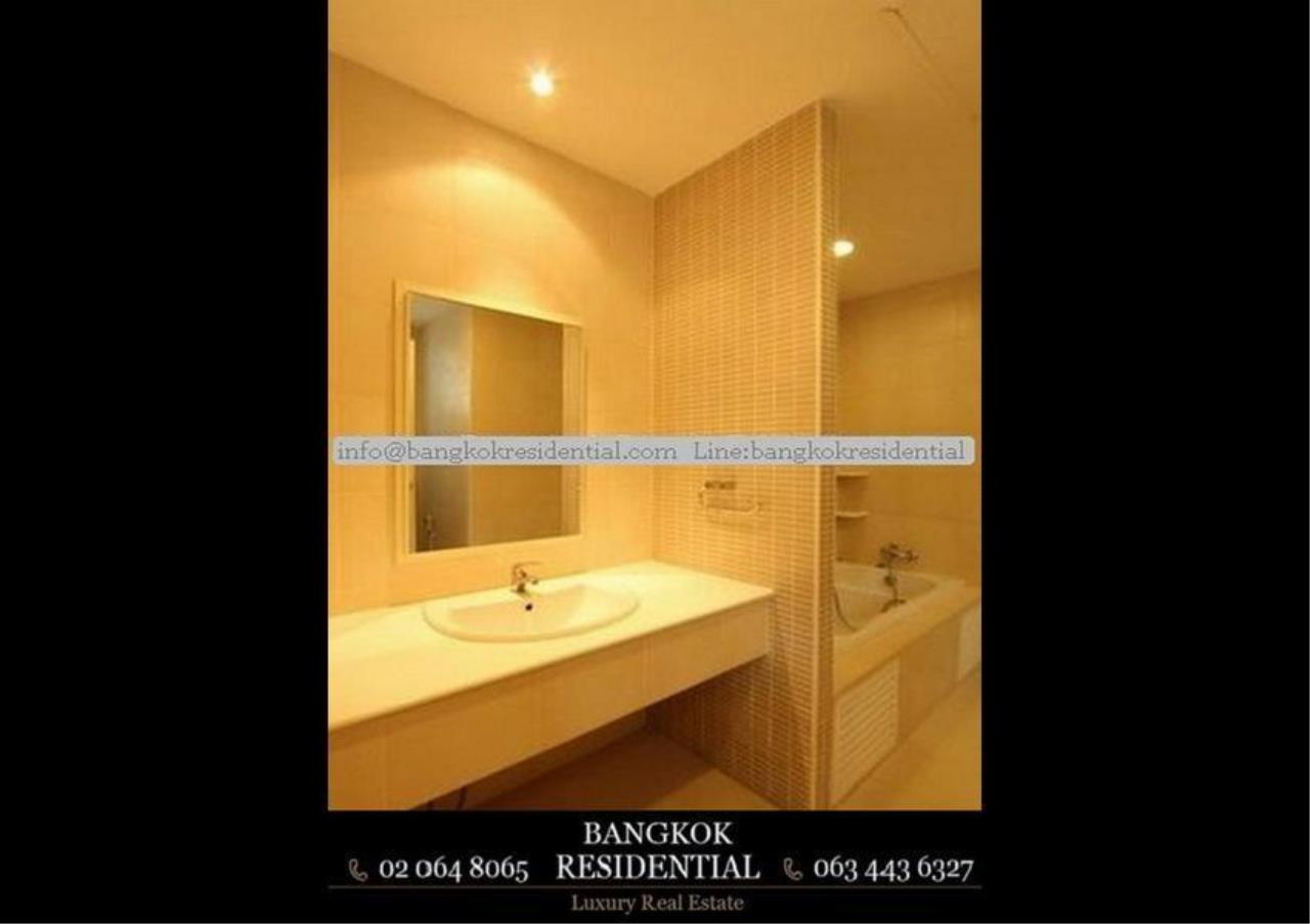 Bangkok Residential Agency's 4 Bed Single House in Compound For Rent in Ekkamai BR7717SH 18