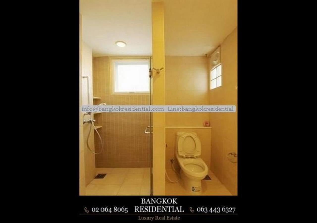 Bangkok Residential Agency's 4 Bed Single House in Compound For Rent in Ekkamai BR7717SH 19