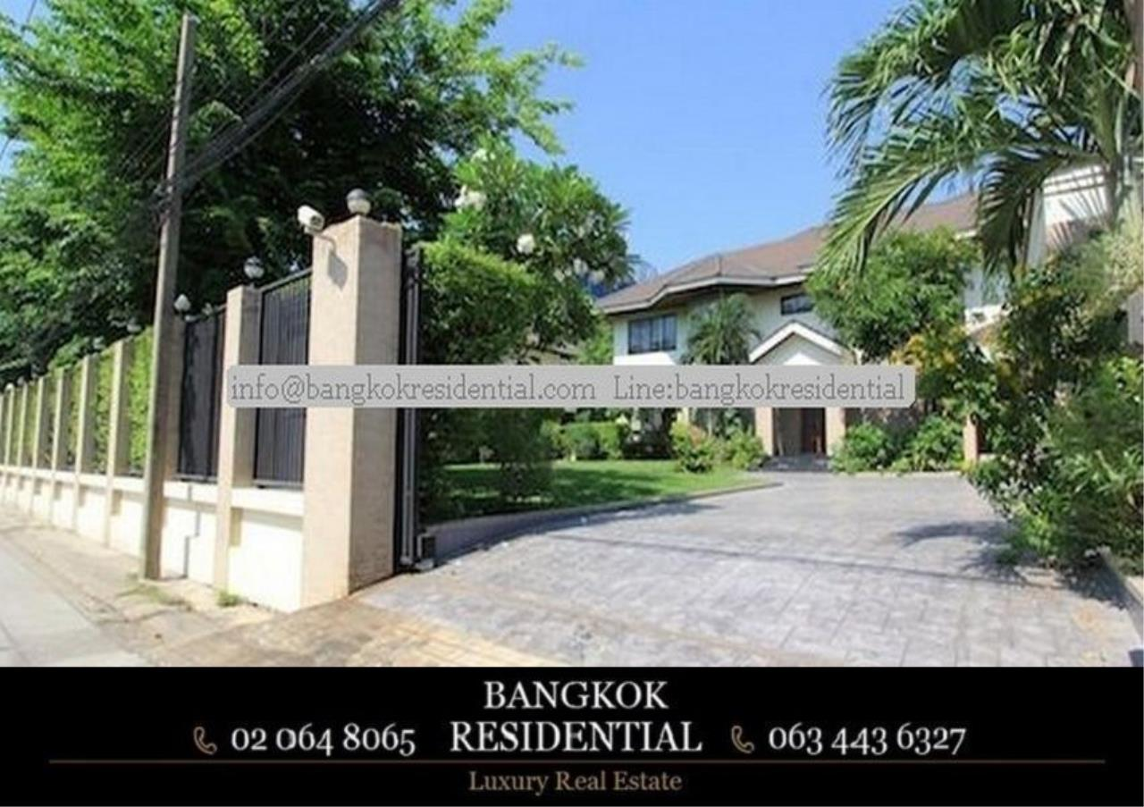 Bangkok Residential Agency's 4 Bed Single House in Compound For Rent in Phra Khanong BR7733SH 1