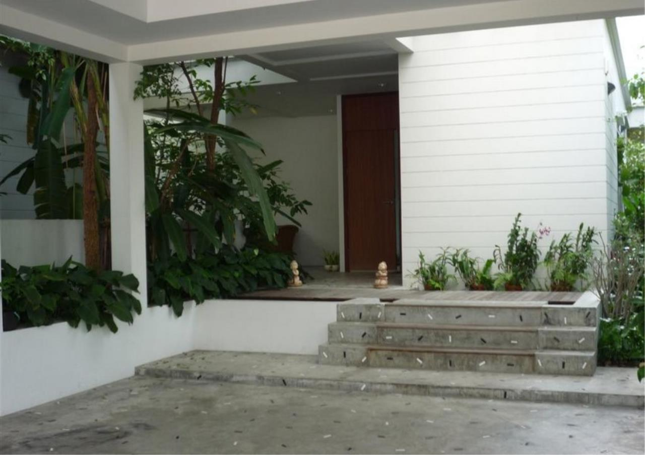 Bangkok Residential Agency's 4 Bed Single House in Compound For Rent in On Nut BR7756SH 1