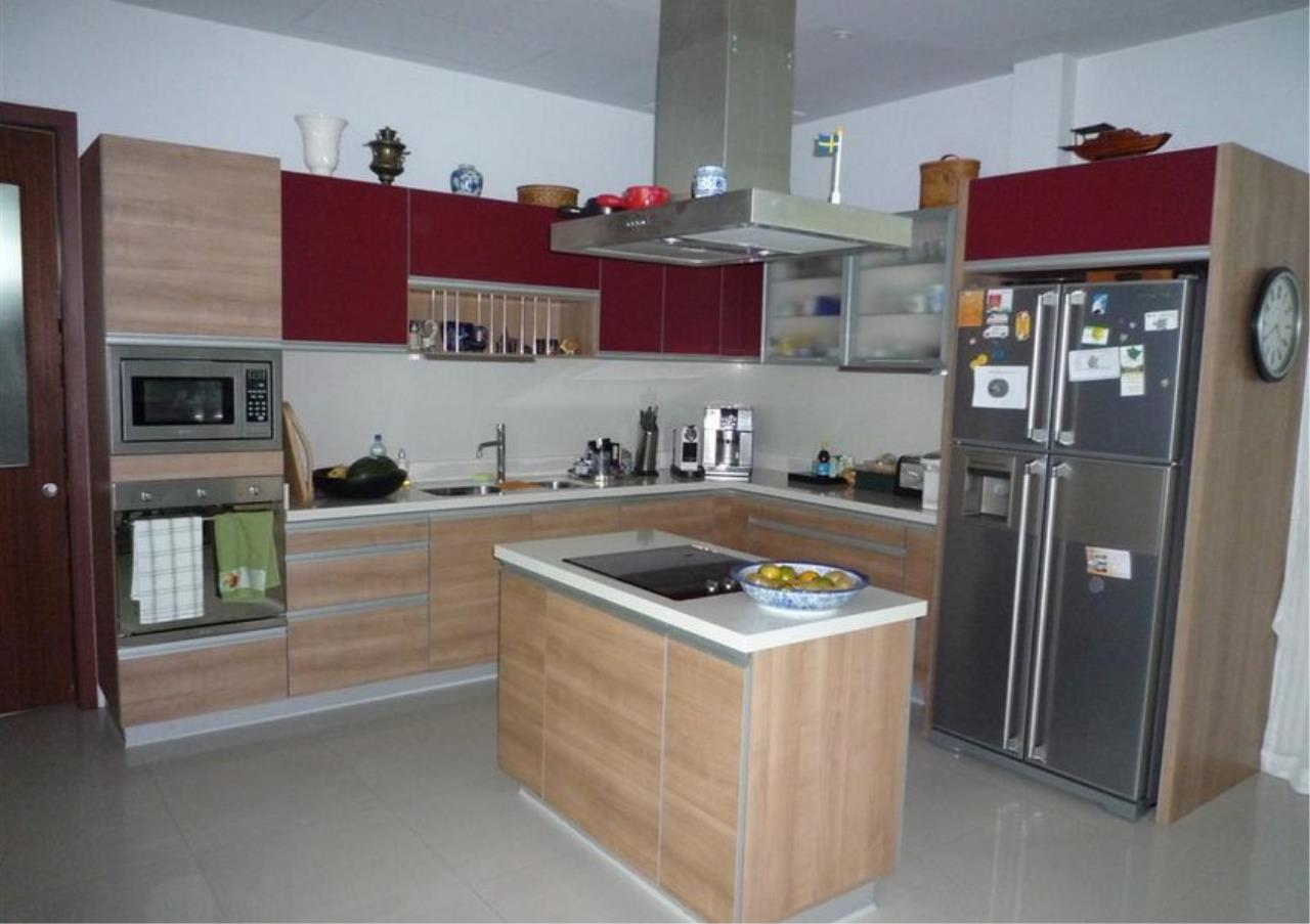 Bangkok Residential Agency's 4 Bed Single House in Compound For Rent in On Nut BR7756SH 36