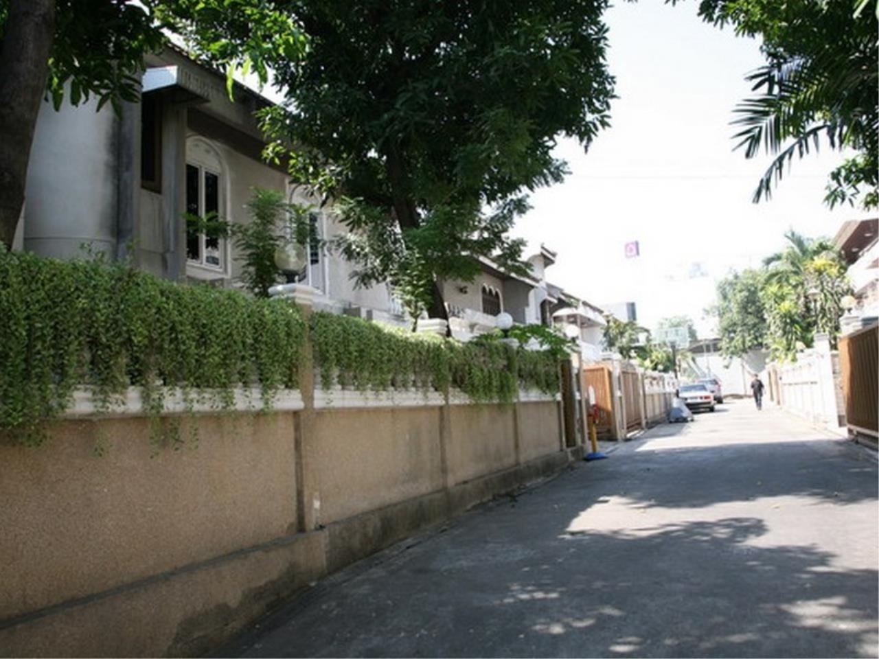 Bangkok Residential Agency's 6 Bed Single House For Rent in Phrom Phong BR7788SH 30