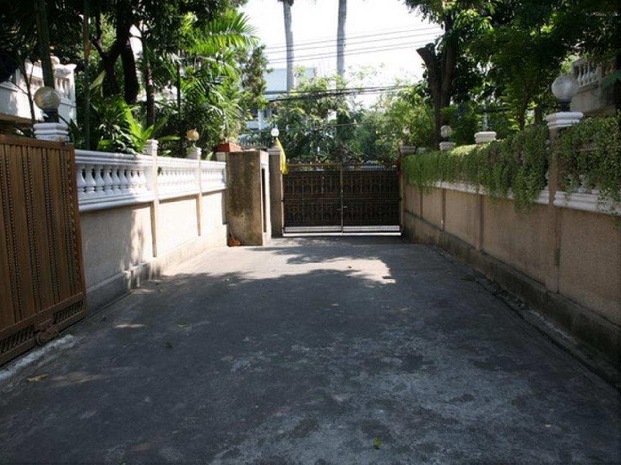 Bangkok Residential Agency's 6 Bed Single House For Rent in Phrom Phong BR7788SH 31