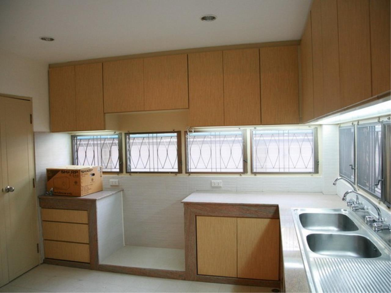 Bangkok Residential Agency's 6 Bed Single House For Rent in Phrom Phong BR7788SH 5