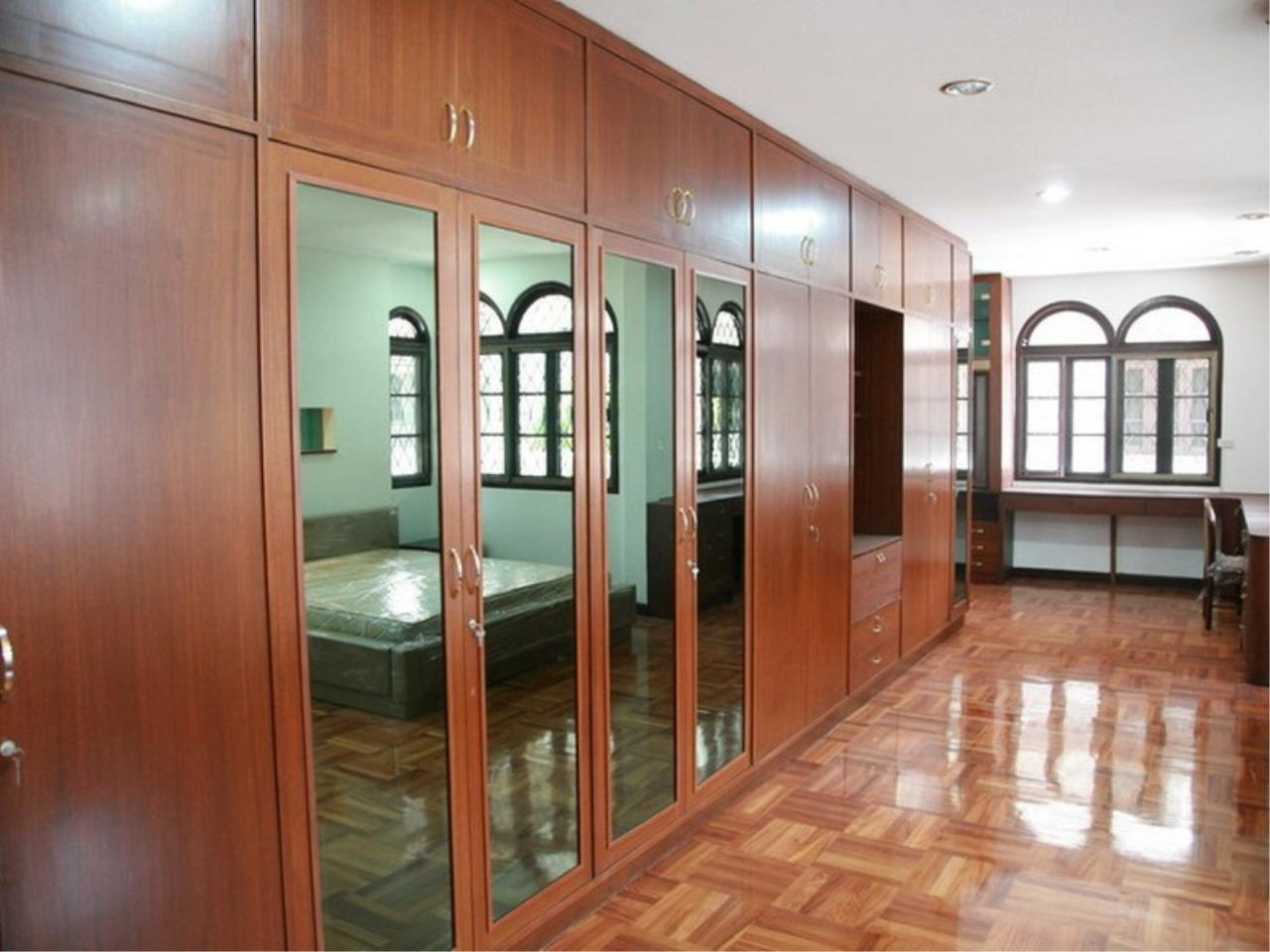 Bangkok Residential Agency's 6 Bed Single House For Rent in Phrom Phong BR7788SH 13