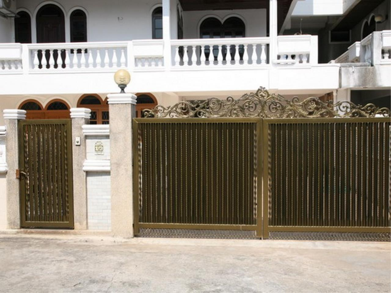 Bangkok Residential Agency's 6 Bed Single House For Rent in Phrom Phong BR7788SH 29