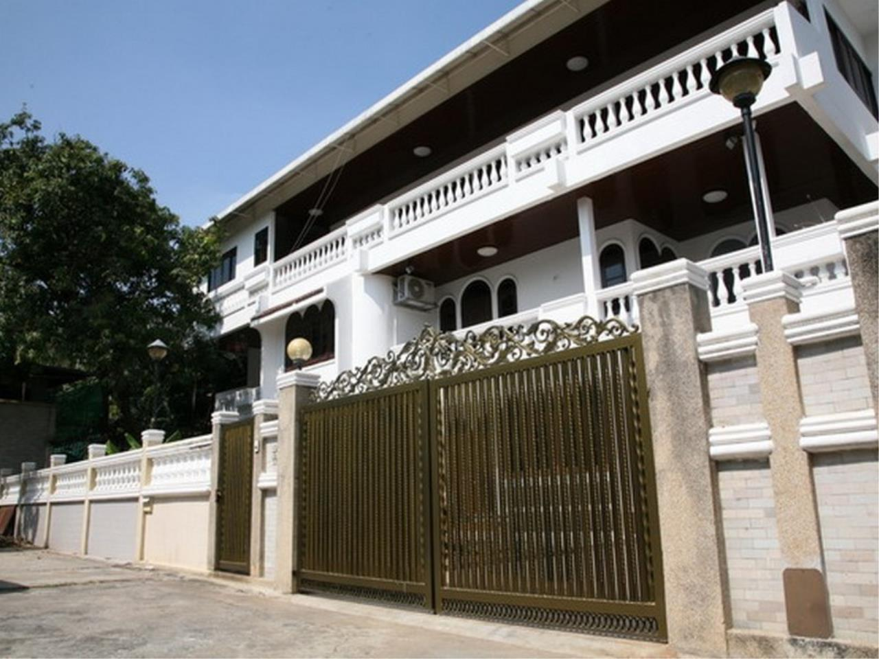 Bangkok Residential Agency's 6 Bed Single House For Rent in Phrom Phong BR7788SH 33