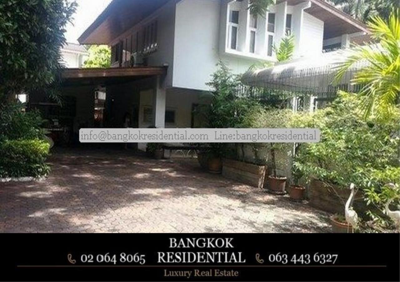 Bangkok Residential Agency's 3 Bed Single House For Rent in Ekkamai BR8124SH 1