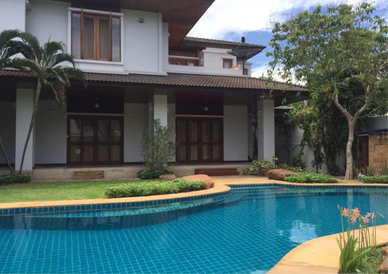 Bangkok Residential Agency's 3 Bed Single House in Compound For Rent in On Nut BR8236SH 2