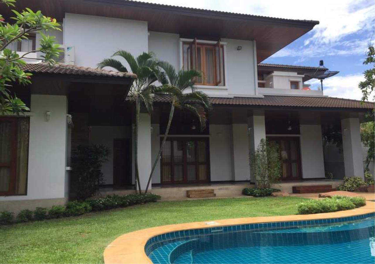 Bangkok Residential Agency's 3 Bed Single House in Compound For Sale in On Nut BR8236SH 2